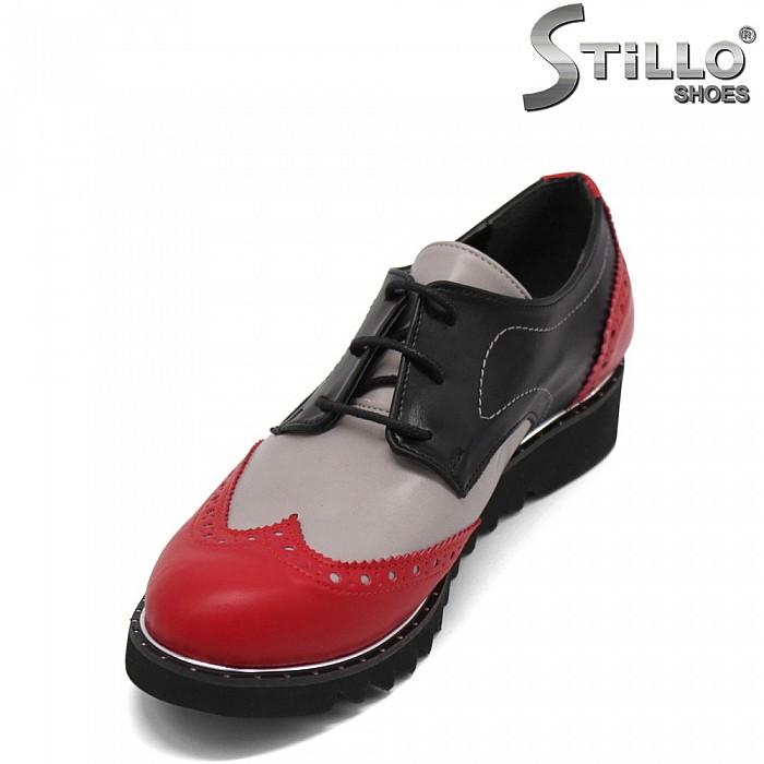 Дамски обувки с швейцарска перфорация - 32362