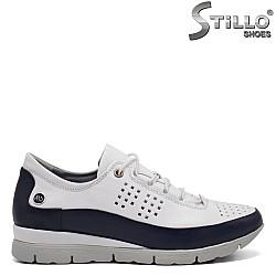 Дамски спортни обувки с връзки - 32363
