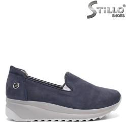 Спортни обувки от син набук - 32377