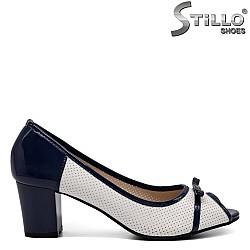 Отворени дамски обувки с перфорация на среден ток - 32389