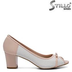 Дамски обувки с перфорация на среден ток - 32390