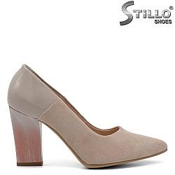 Бежови обувки от естествен велур  ток - 32395