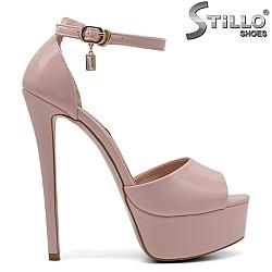 Абитуриентски розови сандали на платформа и ток - 32408