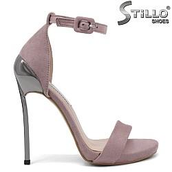 Елегантни сандали с висок метален ток - 32412