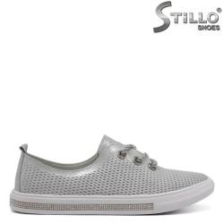 Спортни обувки в сребърно с връзки - 32423
