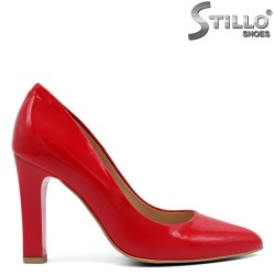 Елегантни червени обувки от естествен лак - 32437