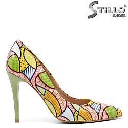 Стилни пролетни обувки с цветни жълто-зелени мотиви - 32438