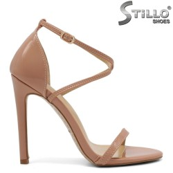 Лачени розови сандали - 32478
