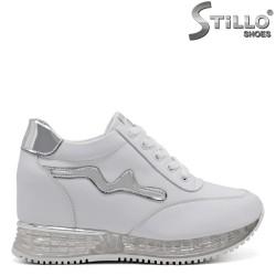 Бели спортни обувки на вътрешна платформа - 32483