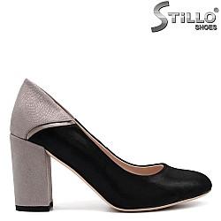 Дамски велурени обувки със сребърен ток - 32507
