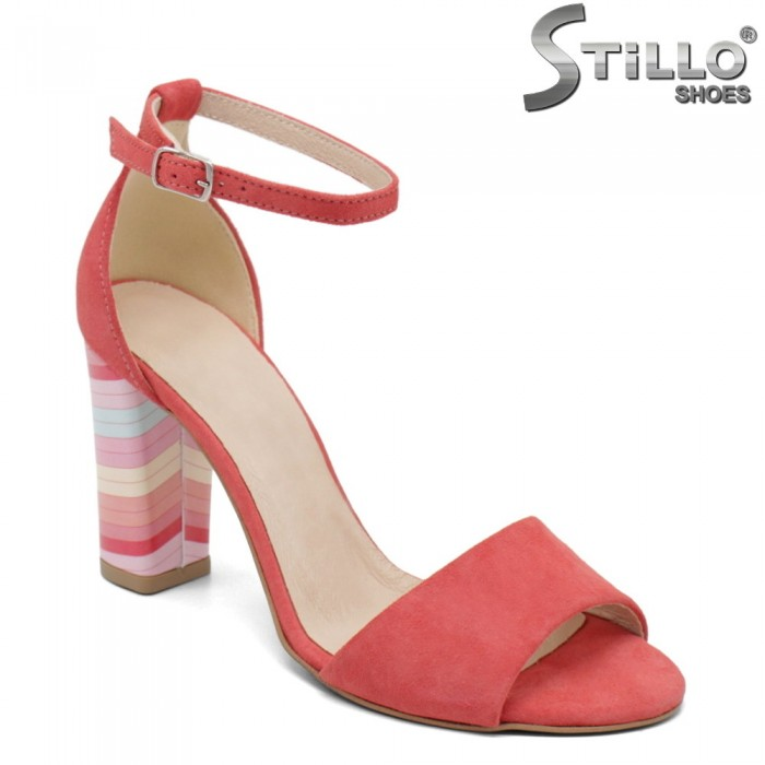 Коралови сандали на цветен ток - 32530