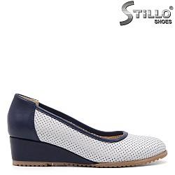 Бели обувки с перфорация - 32536
