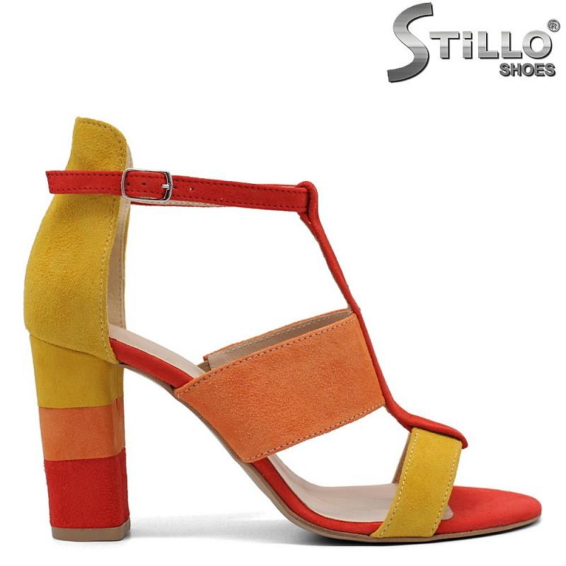Цветни сандали на дебел ток - 32537