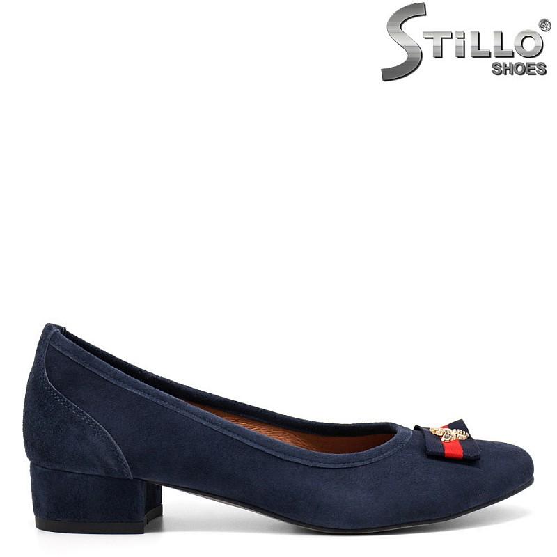 Обувки на нисък ток от син велур - 32563