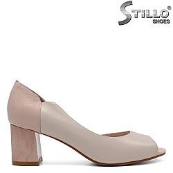 Бежови асиметрични обувки на среден ток - 32516