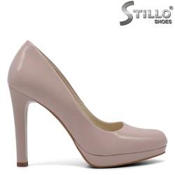 Обувки на ток от естествен лак - 32653