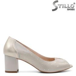 Дамски обувки от естествена кожа в златисто - 32687