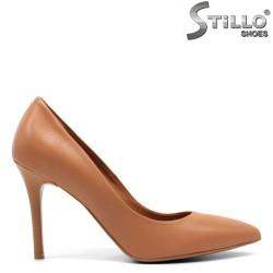 Елегантни кафяви обувки на ток- 32689