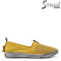 Летни обувки в горчица с дупки - 32695