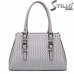 Дамска чанта в сиво и бежово с ефектни елементи - 36445