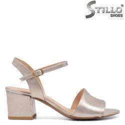 Дамски сандали на среден ток - 32727