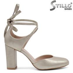 Златни обувки с връзки около глезена - 32744