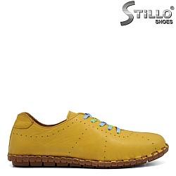 Спортни обувки в цвят горчица - 32747
