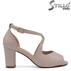 Розови сандали на среден ток - 32763