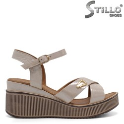 Удобни дамски сандали на платформа - 32786
