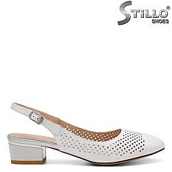 Бели дамски обувки на нисък ток - 32808