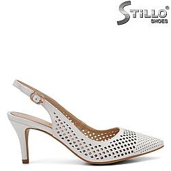 Дамски обувки с перфорация на среден ток - 32810