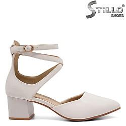Дамски обувки с каишки на ток - 32822
