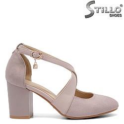 Обувки на среден ток с каишки - 32823