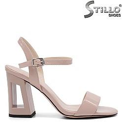Дамски сандали на висок ток с отвор - 32824