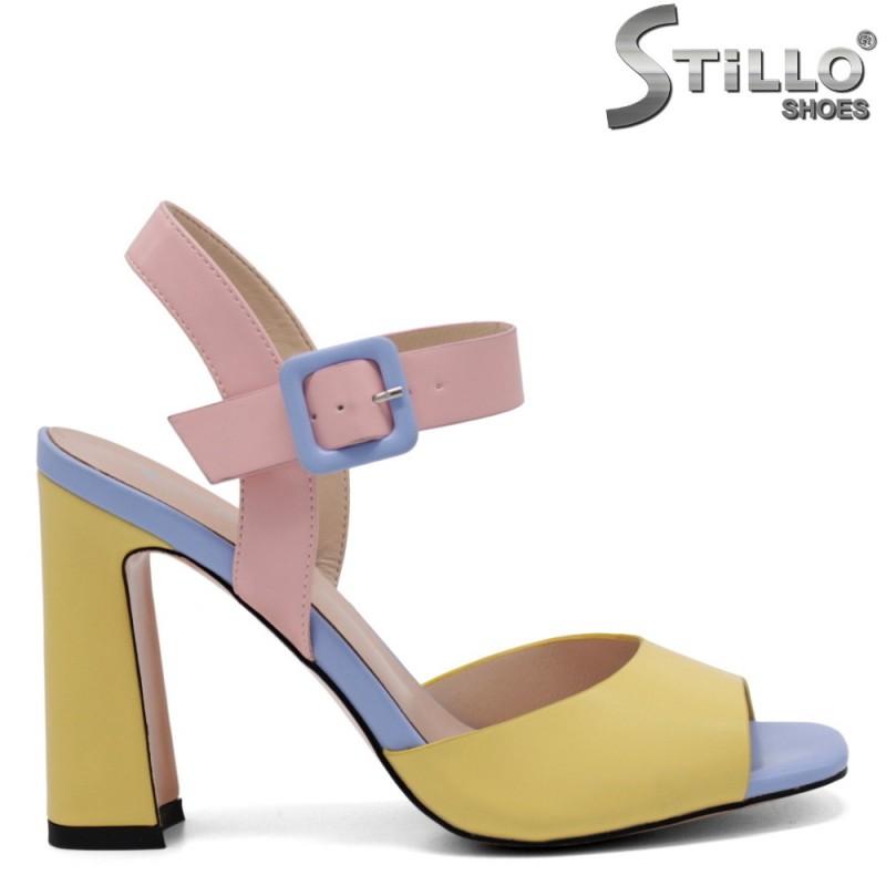 Многоцветни дамски сандали - 32826