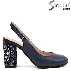 Дамски обувки на ток с бродерия - 32828