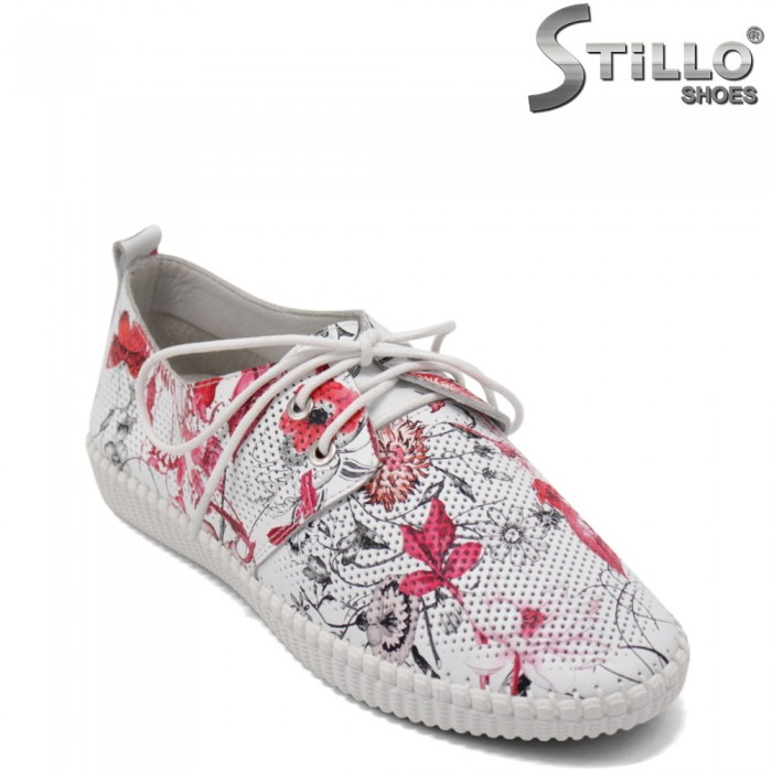 Дамски спортни обувки на цветя - 32829