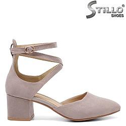 Обувки на среден ток с каишки около глезена - 32839
