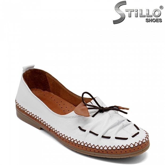 Бели дамски пантофки на нисък ток - 32878