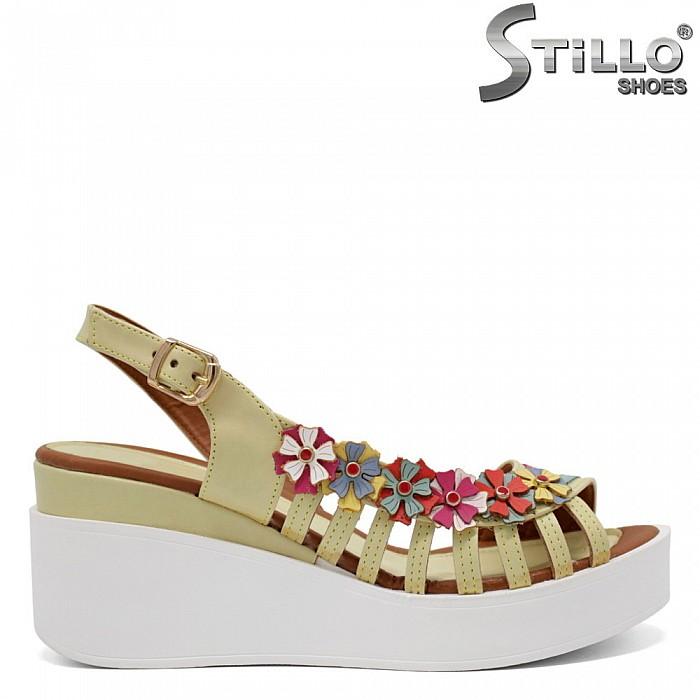 Дамски асиметрични сандали с цветя - 32956