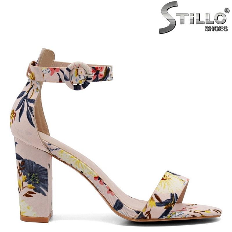 Модерни цветни сандали на ток - 32986