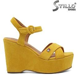 Жълти сандали с платформа - 33004