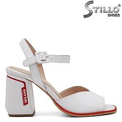 Модни сандали с дебел ток - 33026
