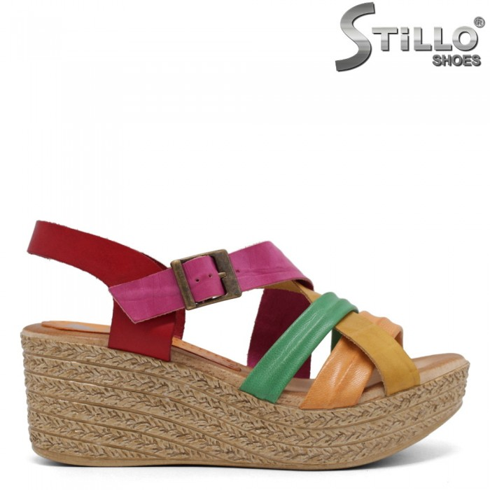 Многоцветни дамски сандали на платформа - 33047