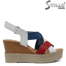 Дамски сандали в червено, синьо и бяло на платформа - 33048