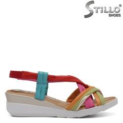 Цветни дамски сандали на платформа - 33052