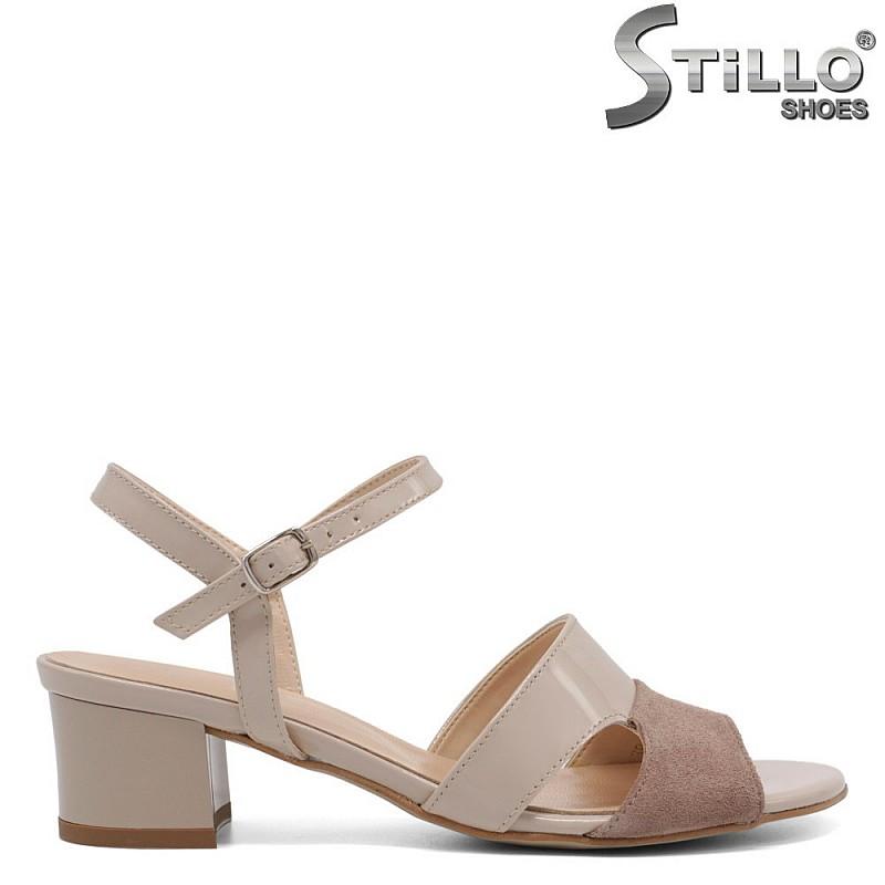 Дамски сандали на среден ток в бежов лак  - 33058