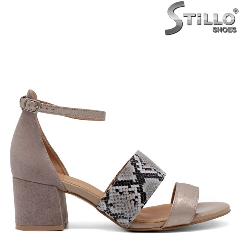 Дамски елегантни сандали в бежово и змийска щампа - 33059