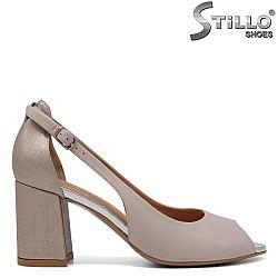 Дамски отворени обувки в бежово и златисто на ток -33063