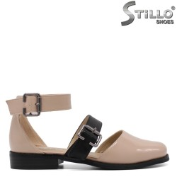 Дамски отворени обувки в бежов лак - 33123